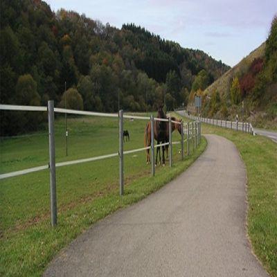 Runde hegnspæle i genbrugsplast