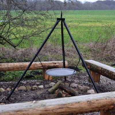 Robust trebenet bålstativ med ø60 cm grillrist