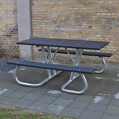 Handicapvenligt bordbænkesæt med vedligeholdelsesfri plastplanker