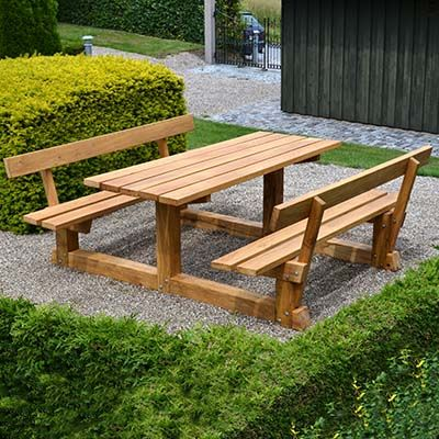 Solidt og vedligeholdelsesfrit bordbænkesæt i egetræ