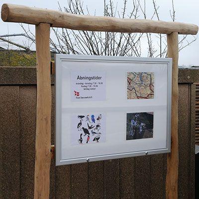 Udendørs infotavle (informationstavle) i træ