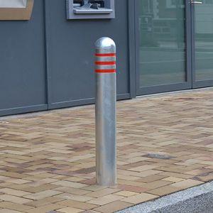 Aftagelig pullert i galvaniseret stål med rund top og recesser til refleks