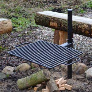 Shelter bålstativ med justerbar grillrist og søjle til nedstøbning