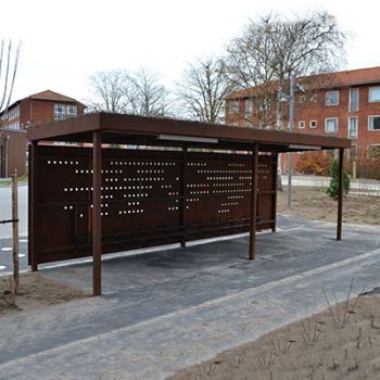 Sygehus i Nykøbing Falster - cykelskure, cykelstativer og bænke