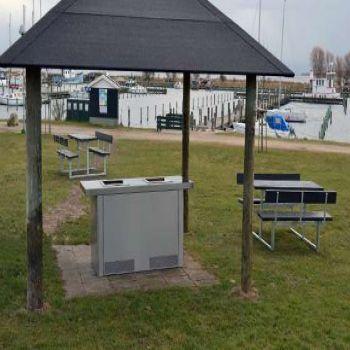 Marina i Nykøbing Sjælland - elektrisk udendørsgrill og bordbænkesæt