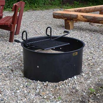 Offentlig bålplads med bænk og grill